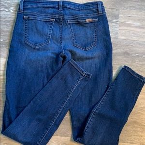 Joe's The Icon mid rise skinny jeans!  Size 29
